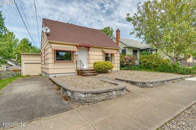3977 SE Cora St, Portland, OR - $900 USD/ month