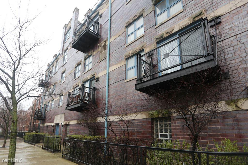 865 W. Buckingham, Unit 305, Chicago, IL - $2,795 USD/ month