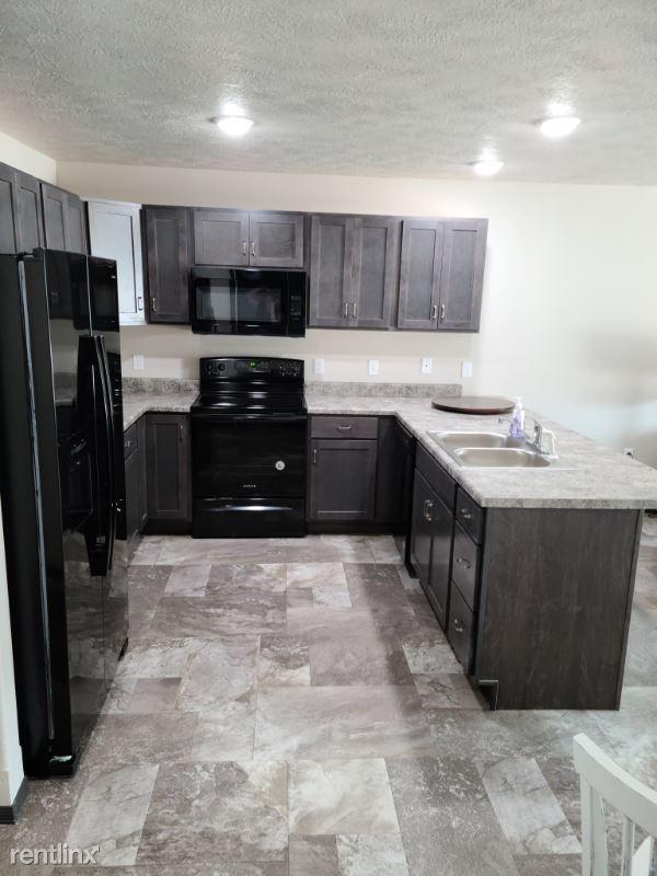 303 Tigerway Pl, Harrisburg, SD - 995 USD/ month