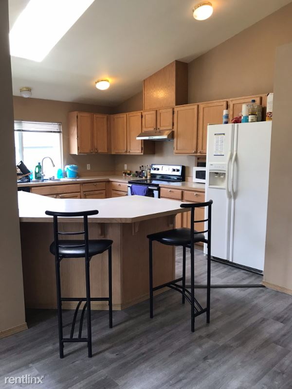 22nd Ave, Seattle WA, Seattle, WA - $625 USD/ month