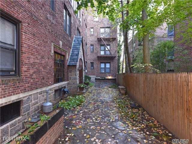 1 Hillside Ave Apt 3F, Great Neck, NY - $2,200 USD/ month