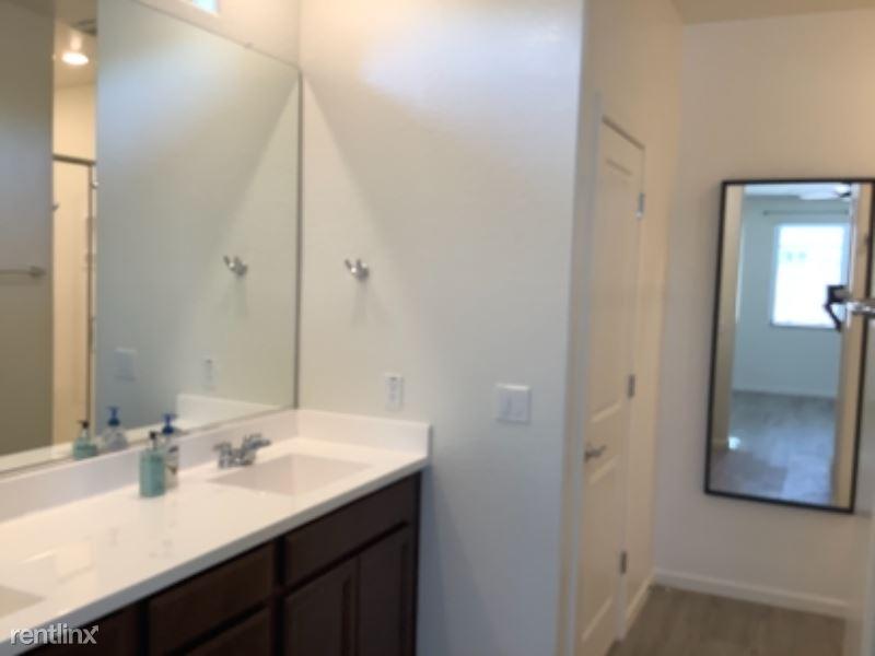 3406 W T Ryan Ln, Phoenix, AZ - $2,100 USD/ month