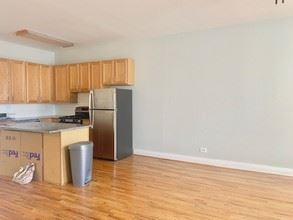 1459 N Milwaukee Ave 2C, Chicago, IL - $2,595 USD/ month