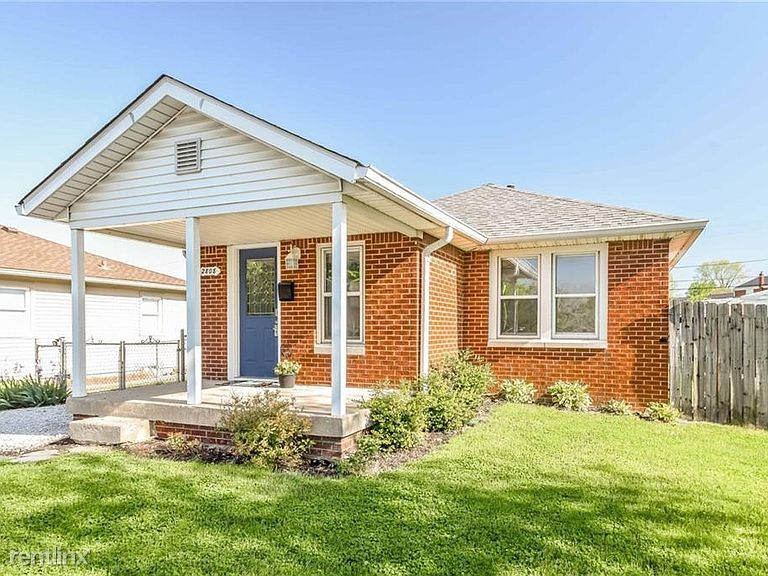 2808 Walker Ave, Indianapolis, IN - $900 USD/ month