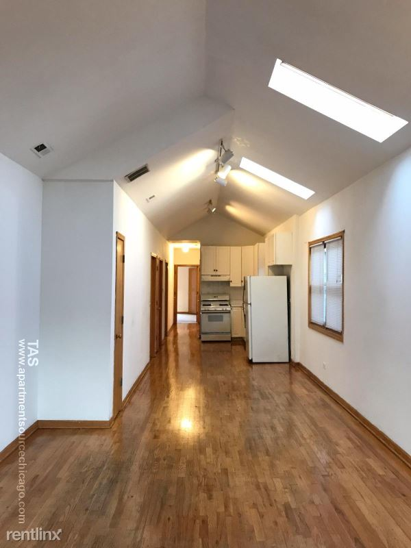 1969 W Evergreen Ave 1, Chicago, IL - $2,400 USD/ month