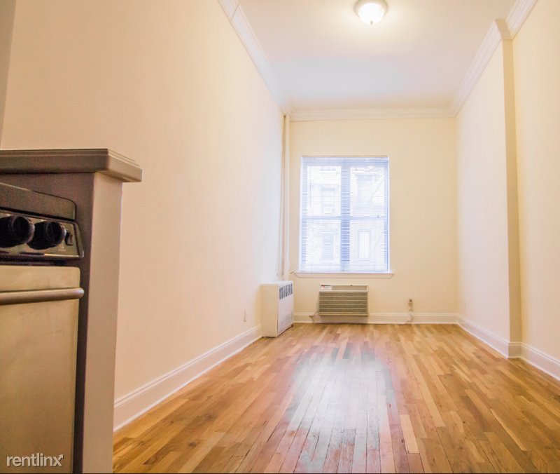 Saint Marks Pl, New York, NY - $1,645 USD/ month