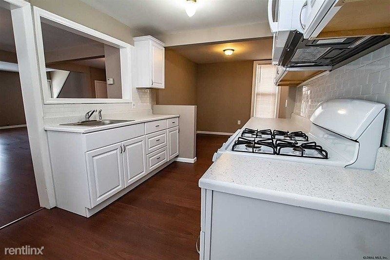 32 Walnut Street, Gloversville, NY - 2,200 USD/ month