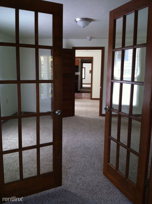 304 Central Ave 16301, Oil City, PA - 1,193 USD/ month
