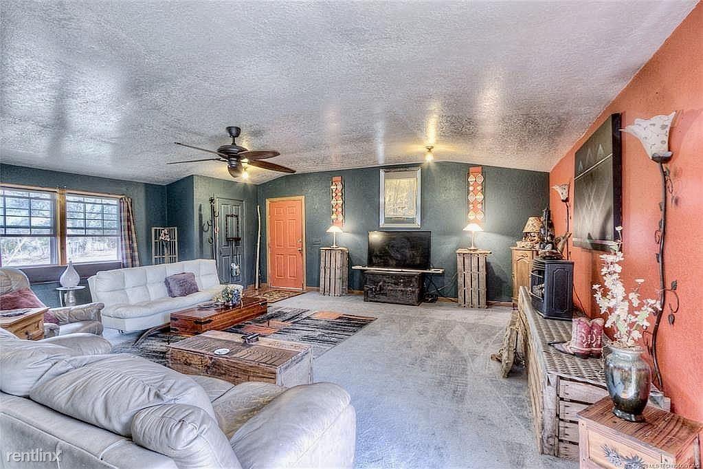 9275 Hedge Rd, Henryetta, OK - 1,500 USD/ month