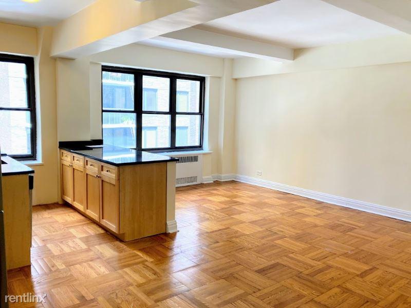 E 56th St, New York, NY - 4,375 USD/ month