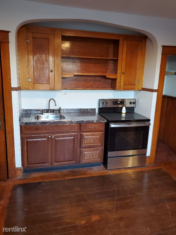 293 Amherst St 2E, Manchester, NH - 1,350 USD/ month
