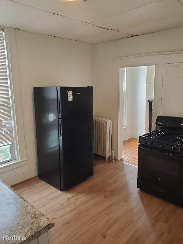 494 Pine St Unit# 1, Manchester, NH - 1,350 USD/ month