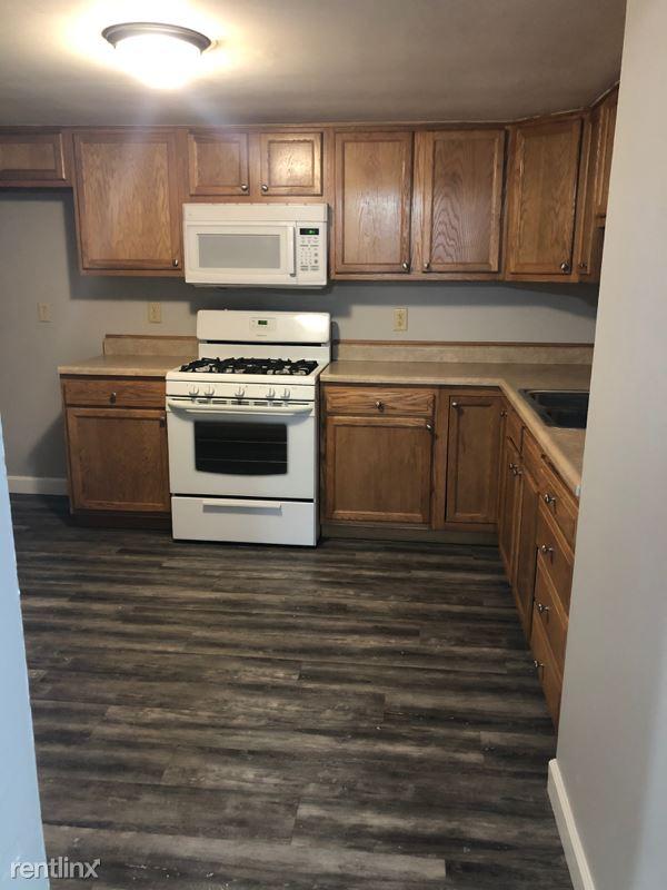 522 N Main St, Hanna City, IL - 795 USD/ month