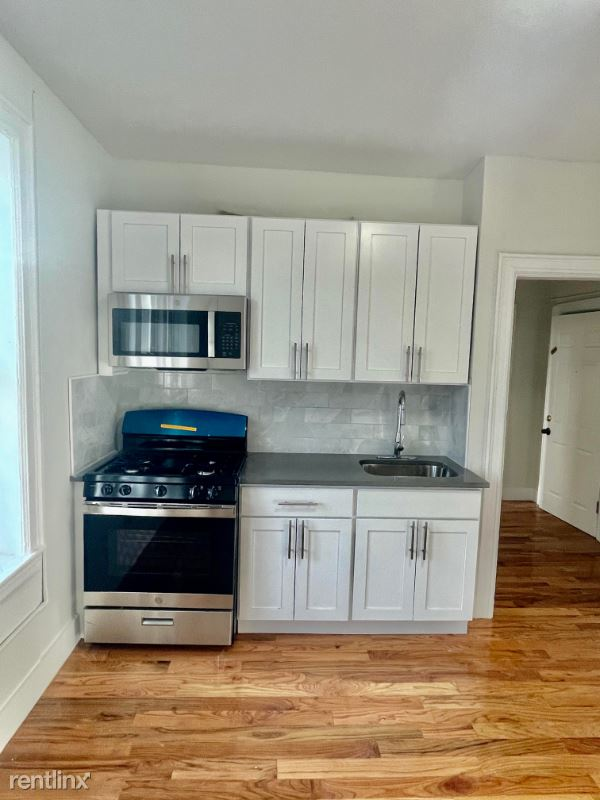 242 Garfield Ave - 1214USD / month