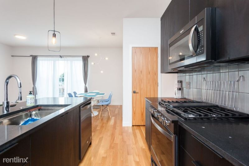 1637 W Grand Ave 2500, Chicago, IL - 2,500 USD/ month