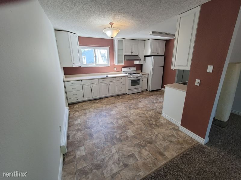 170 Grand Larry St C7, Anchorage, AK - 1,250 USD/ month
