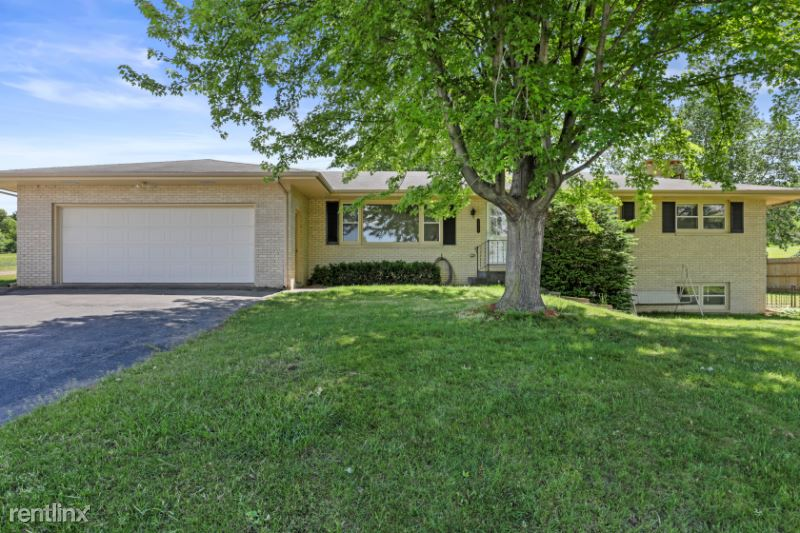 4825 County Road Q, Waunakee, WI - 2,800 USD/ month