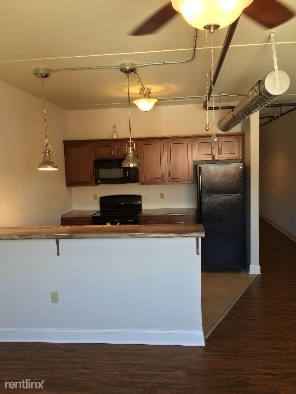 422 Shrewsbury St., Charleston, WV - 750 USD/ month