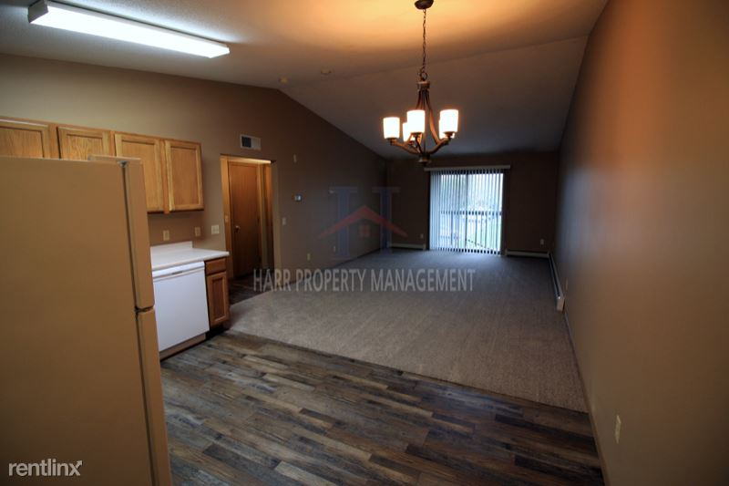 5811 W Christopher Pl 10, Sioux Falls, SD - 800 USD/ month