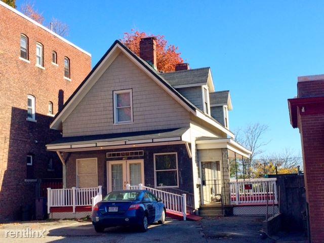 196 Adams St, Boston, MA - 950 USD/ month