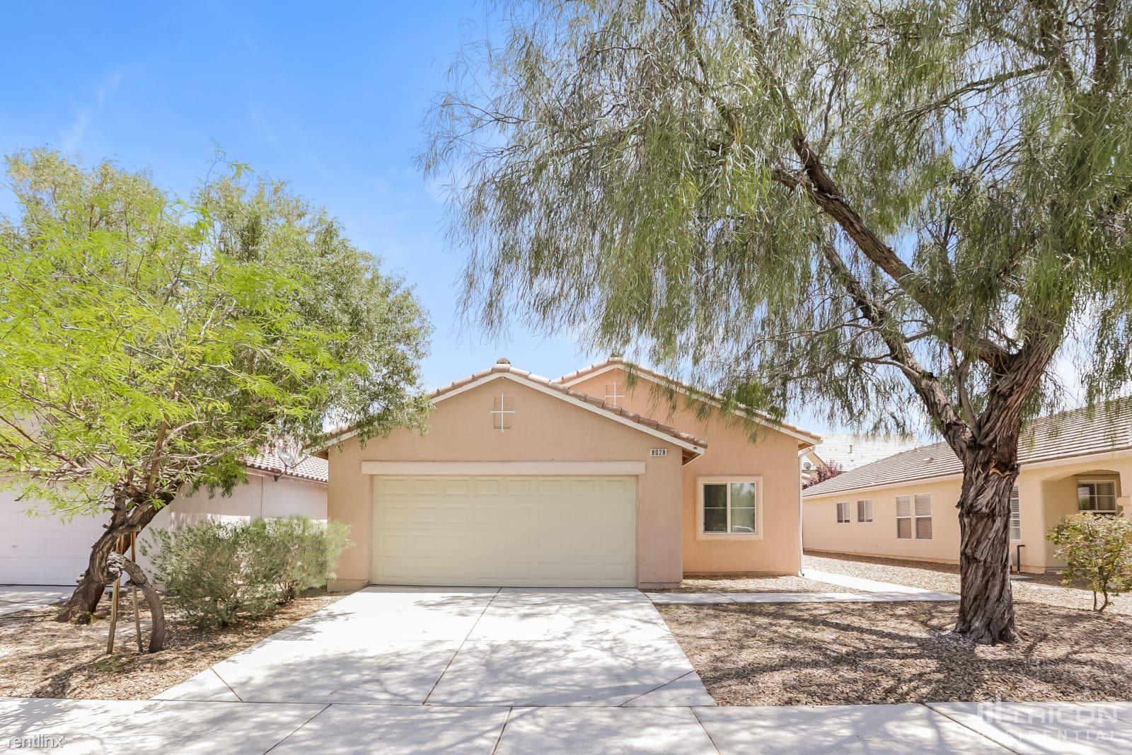 8028 Roundup Ridge Street, Las Vegas, NV - 1,949 USD/ month