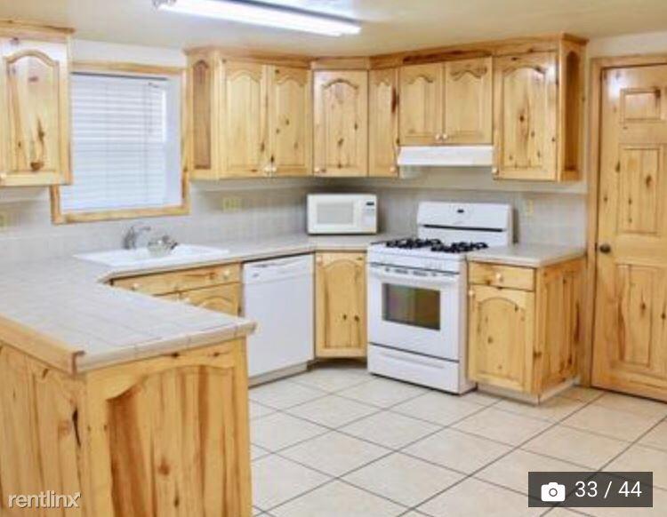 220 E Hooper Avenue 2, Soda Springs, ID - 1,100 USD/ month
