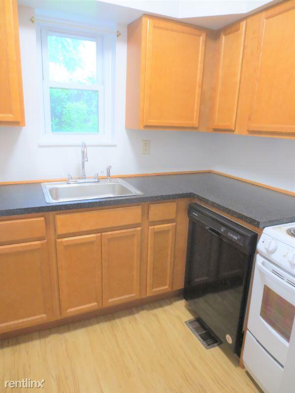 5704 Darlington Road 1st Floor, Pittsburgh, PA - 1,650 USD/ month