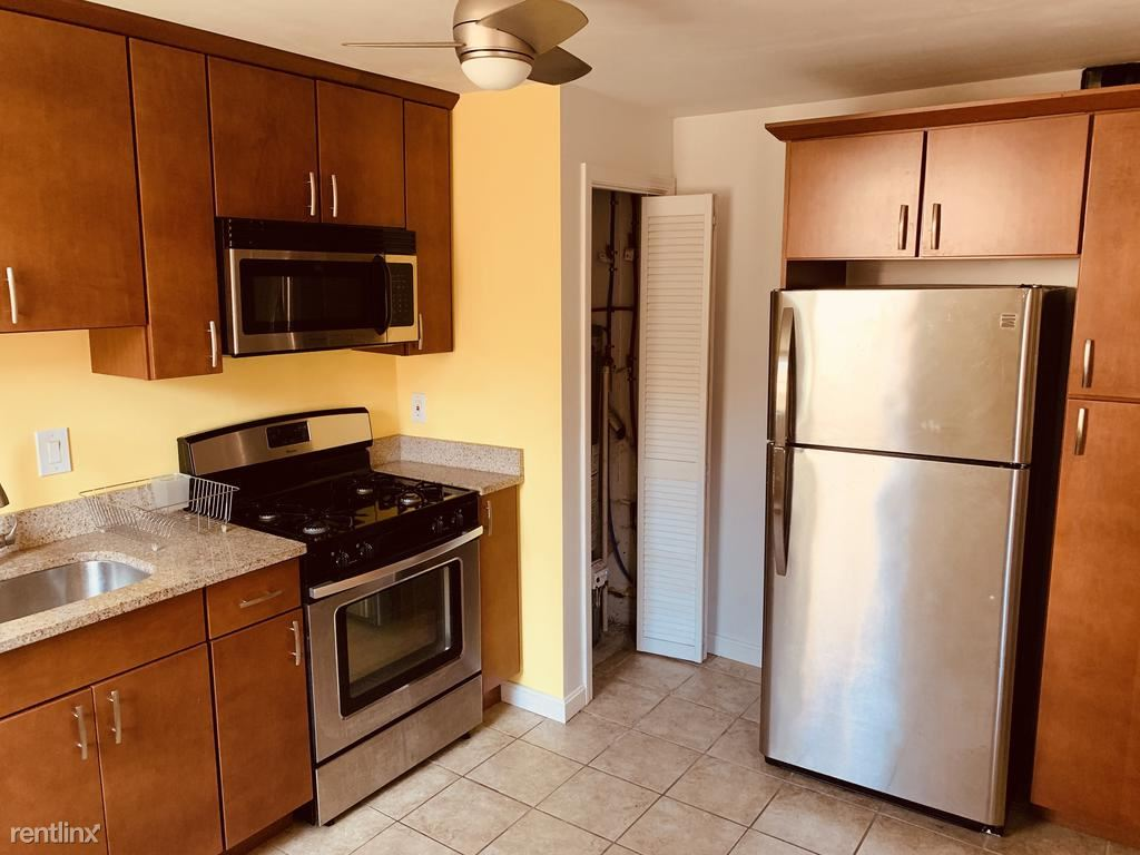 727 Bellefonte St Rear, Pittsburgh, PA - 1,400 USD/ month