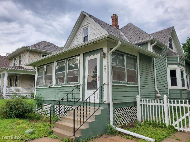 803 N 43rd St, Omaha, NE - 1,325 USD/ month