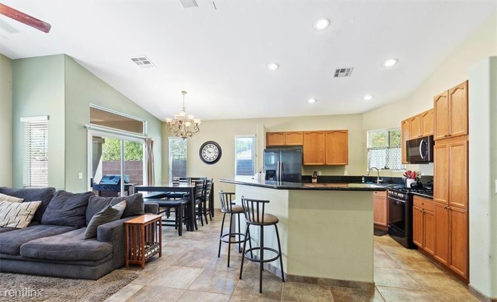 6980 Bodega Point Ct, Las Vegas, NV - 980 USD/ month