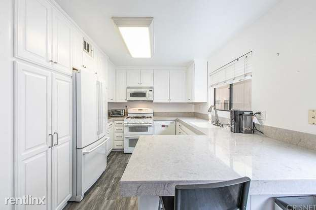 10444 Canoga Ave Unit 29, Chatsworth, CA - 995 USD/ month