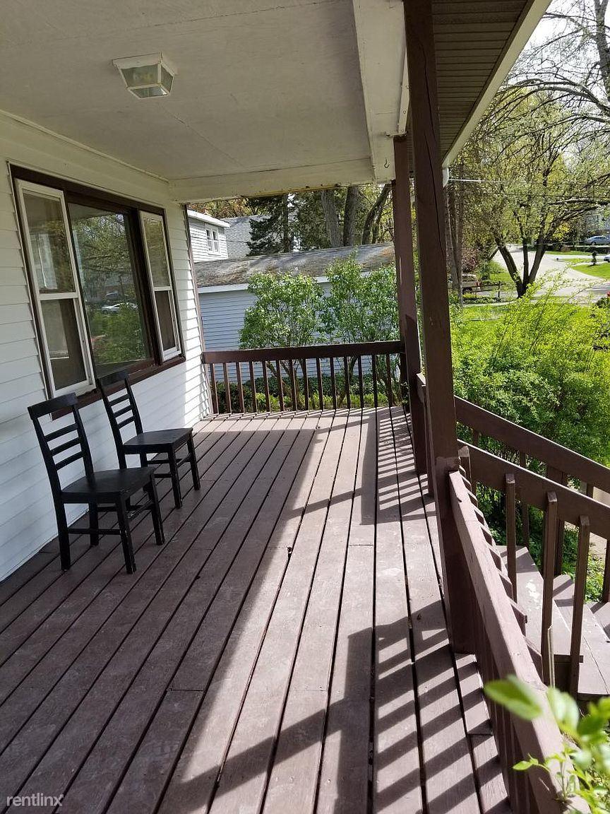 213 Grove Ave, Fox River Grove, IL - 1,400 USD/ month