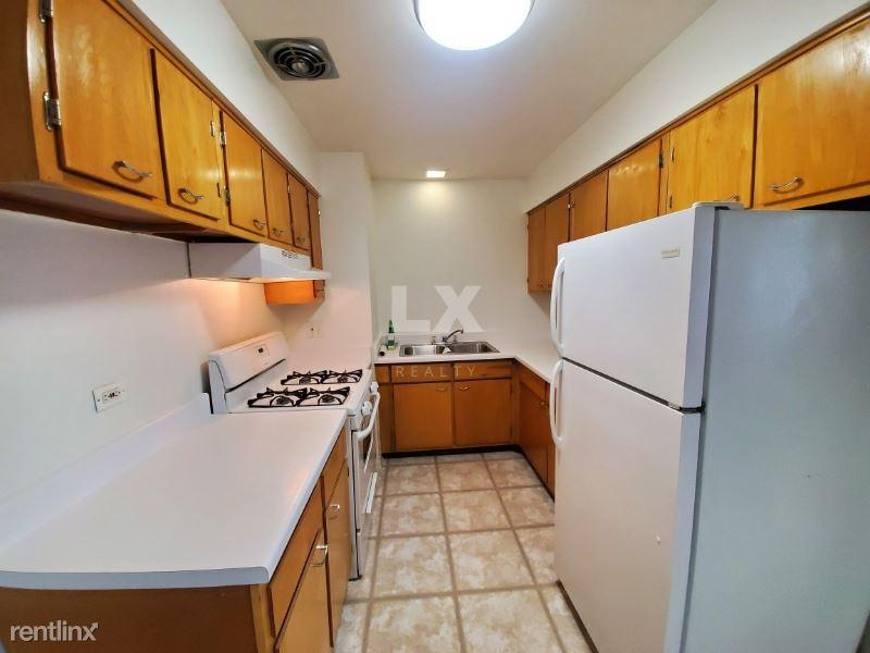 8560 Niles Center Rd, Skokie, IL - 1,100 USD/ month