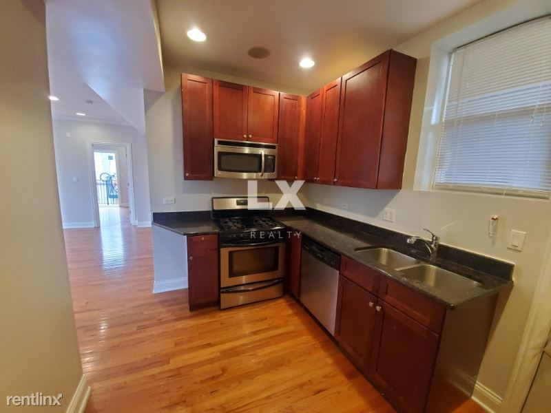 6506 N Claremont Ave, Chicago, IL - 1,030 USD/ month