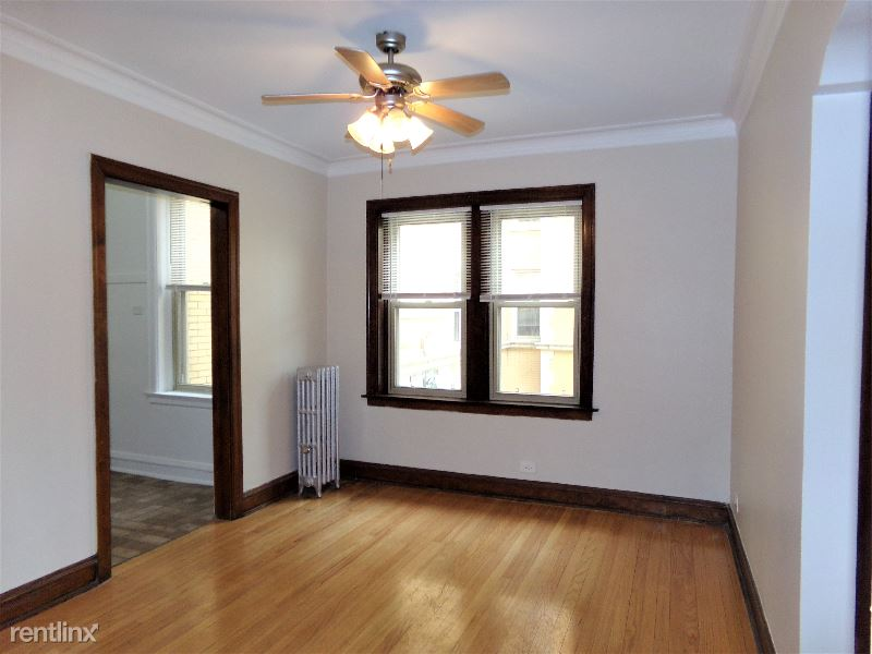 5232 N Rockwell St 1, Chicago, IL - 1,100 USD/ month