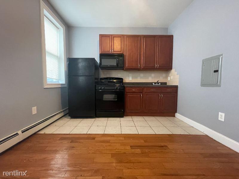 436 Avenue C 2, Bayonne, NJ - 1,099 USD/ month