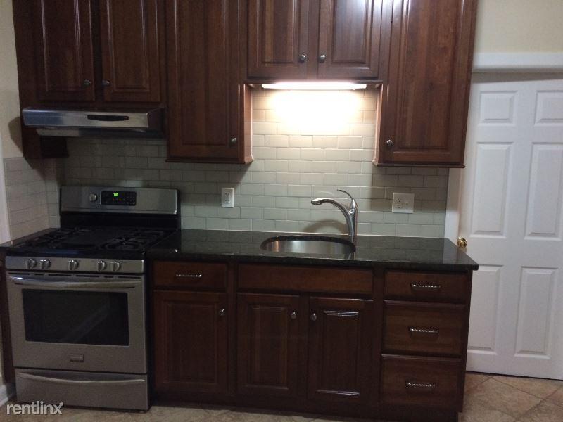 241 W Main St 1st Floor, Bound Brook, NJ - 1,250 USD/ month