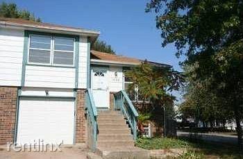 1426 E 126th St, Olathe, KS - 1,375 USD/ month