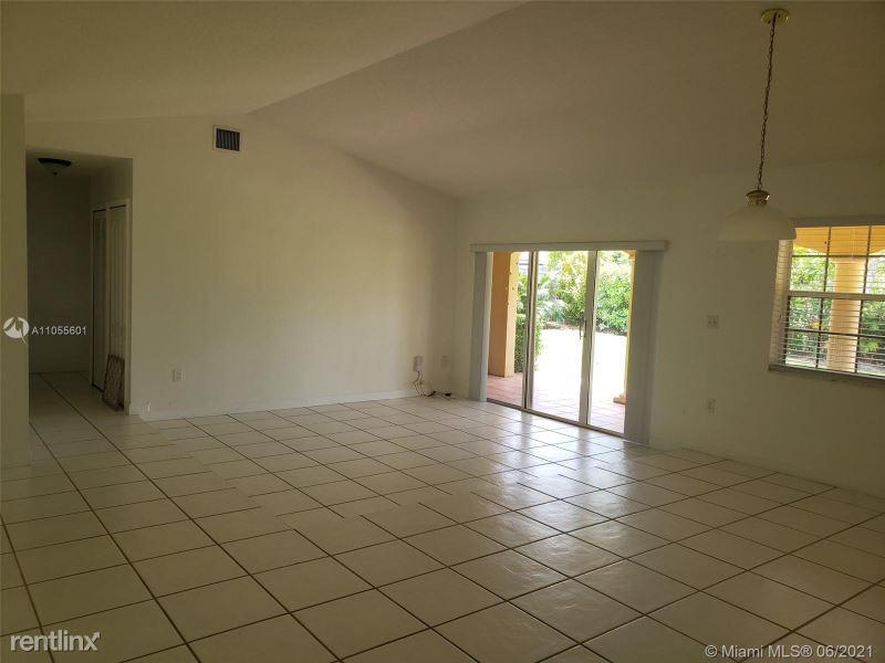 15424 SW 171st St, Miami, FL - 2,700 USD/ month