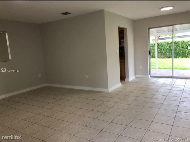 3515 SW 106th Ave, Miami, FL - 2,800 USD/ month
