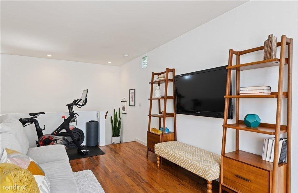 709 Broadway St, Venice, CA - 985 USD/ month
