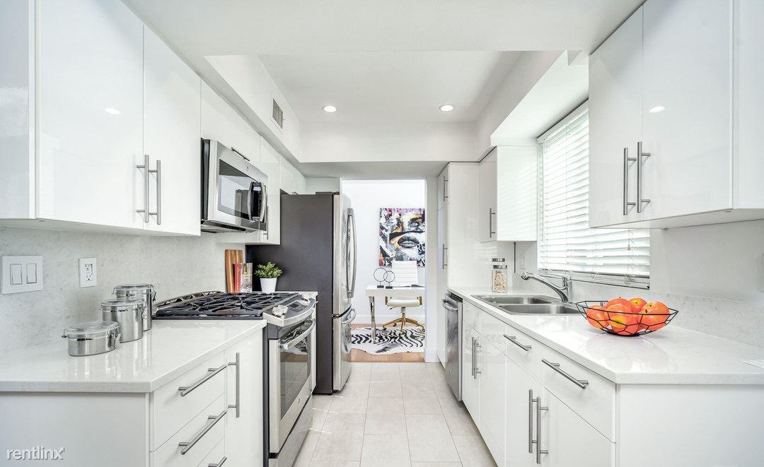 10345 Almayo Ave, Los Angeles, CA - 985 USD/ month