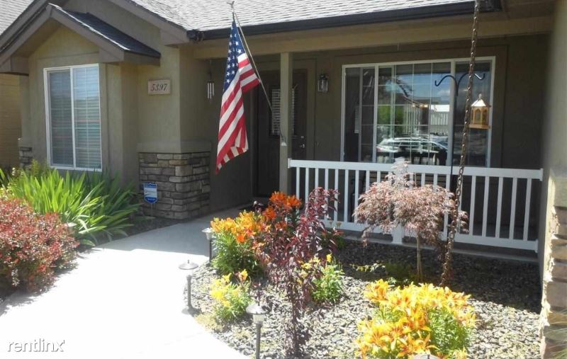 5397 N Arezzo Ave - 1800USD / month
