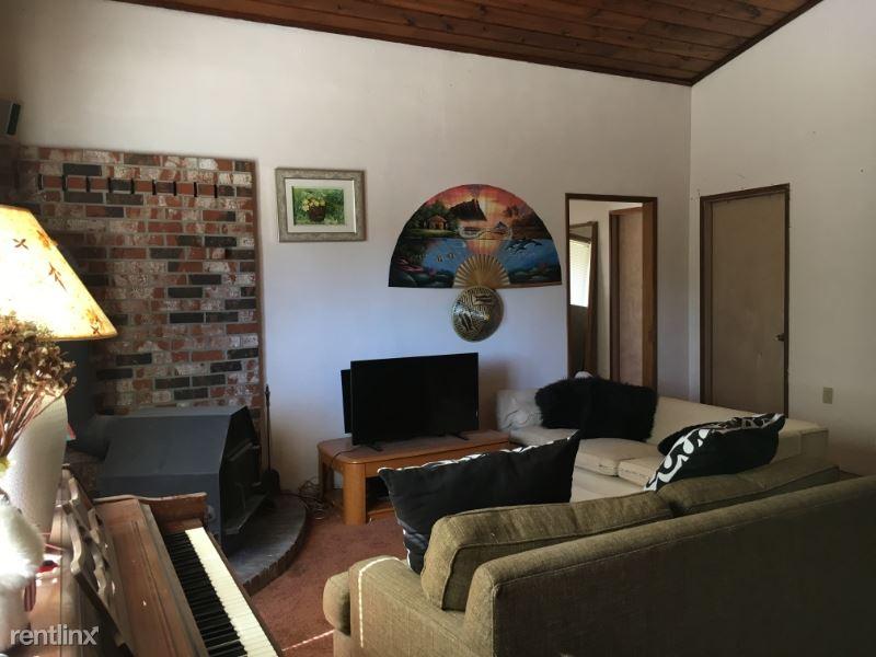 9256 21st Ave SW, Seattle, WA - 600 USD/ month