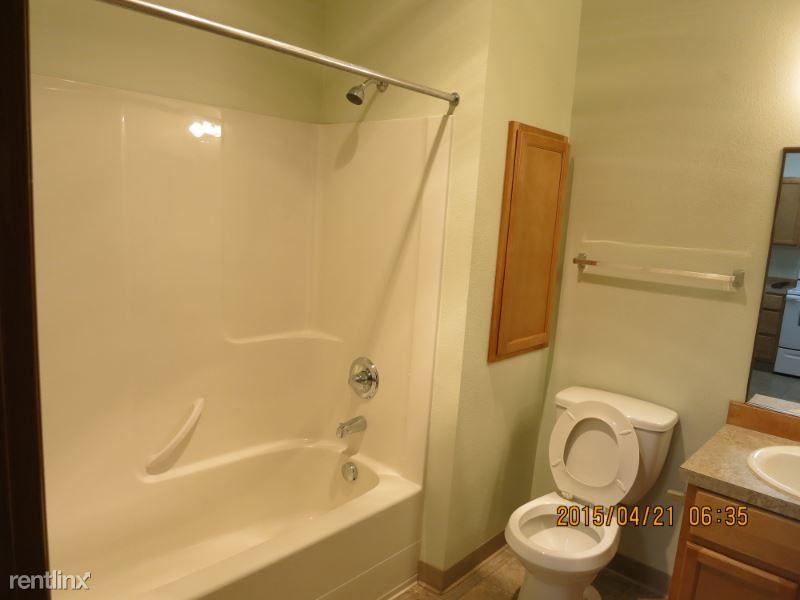 12239 SE Bush St, Portland, OR - 1,248 USD/ month