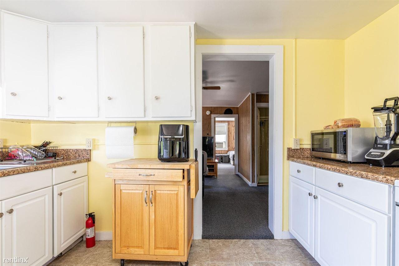 16 Myrtle St, Burlington, VT - 800 USD/ month