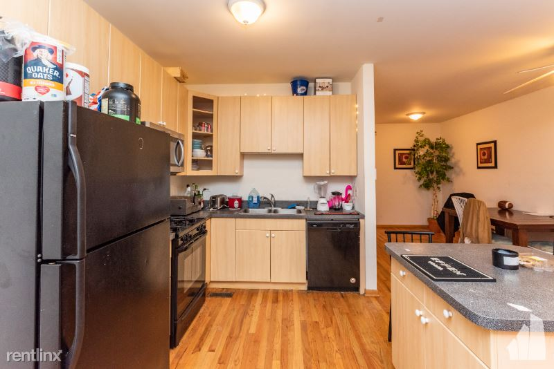 819 N Wood St 2, Chicago, IL - 2,400 USD/ month