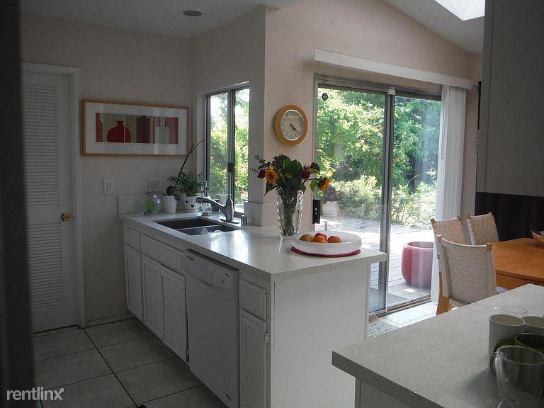 802 W Pennsylvania Ave, Redlands, CA - 1,800 USD/ month