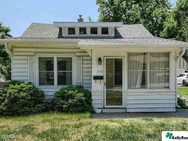 7757 Oakwood St, Ralston, NE - 900 USD/ month