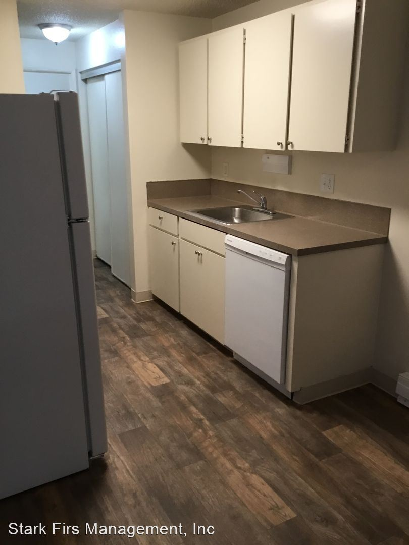 2135 SE 122nd Ave., Portland, OR - 1,100 USD/ month